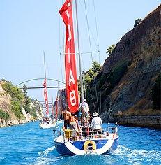 Τα σκάφη της Σχολής περνούν τη Διώρυγα Κορίνθου με προορισμό την Κέρκυρα.
